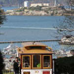 640px-10_Cable_Car_on_Hyde_St_with_Alcatraz,_SF,_CA,_jjron_25.03.2012[1]
